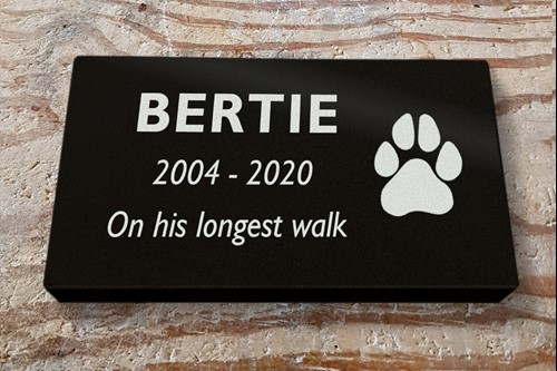 <alt> pet memorial black granite dog memorial machine cut lettering dog paw print design Hastings, St Leonards, Bexhill East Sussex </>